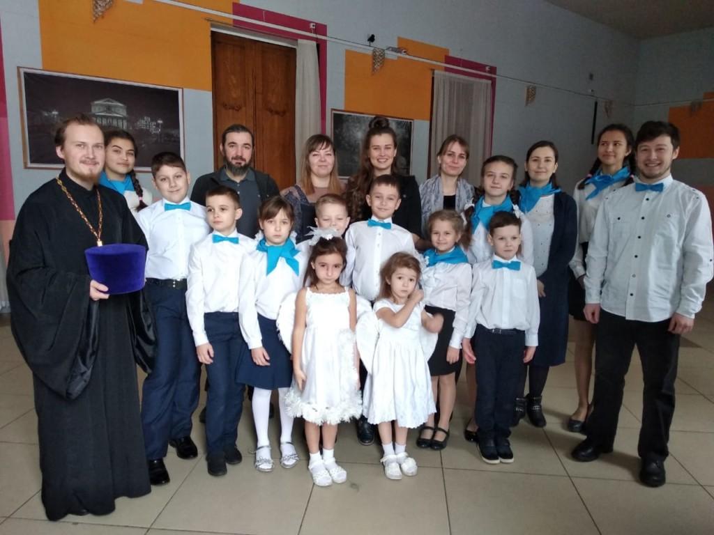 Выступление воскресной школы на Рождественском фестивале